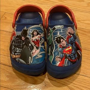 Boys JUSTICE LEAGUE light up CROCS size J 1